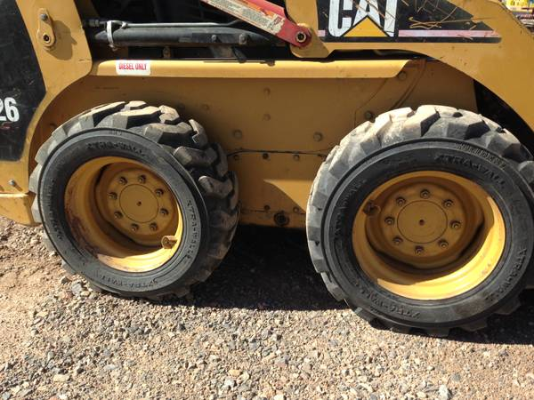 Caterpillar 226 Skid Steer Loader-2