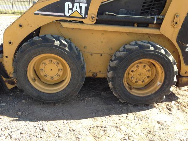 Caterpillar 226 Skid Steer Loader-4